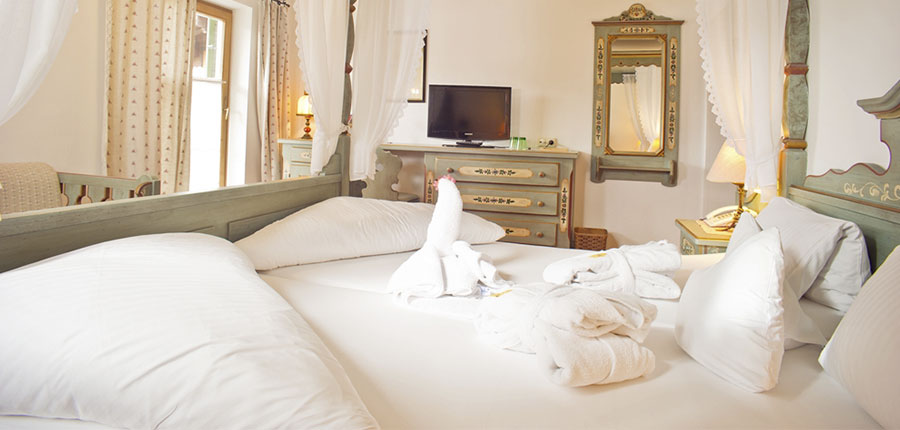 Austria_Ellmau_Hotel-Hochfilzer_Bedroom2.jpg